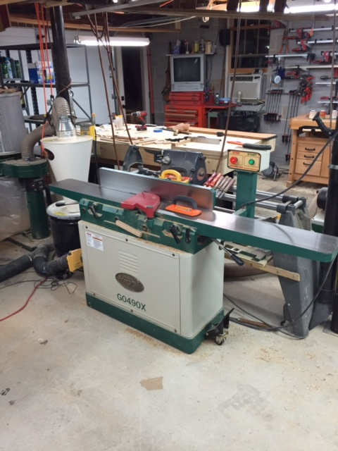 Love this jointer. It's a Grizzly GO490X, X means it has a helical cutter on it.